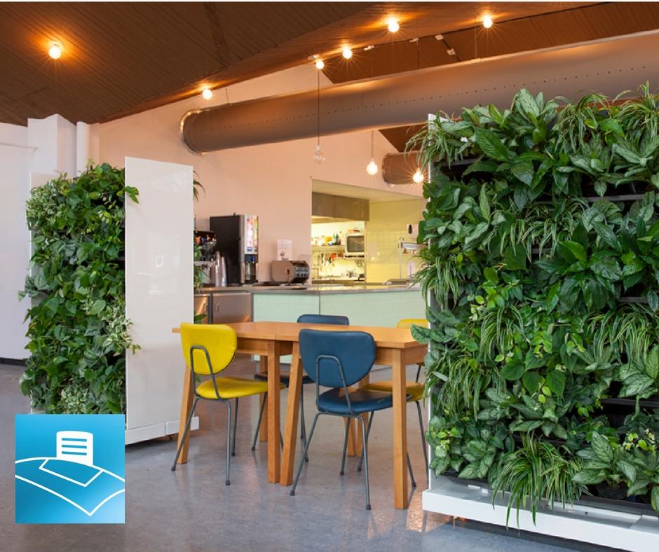 oficina con jardines verticales