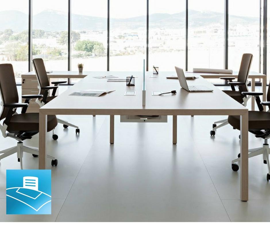 Oficina bench minimalista que favorece la creatividad
