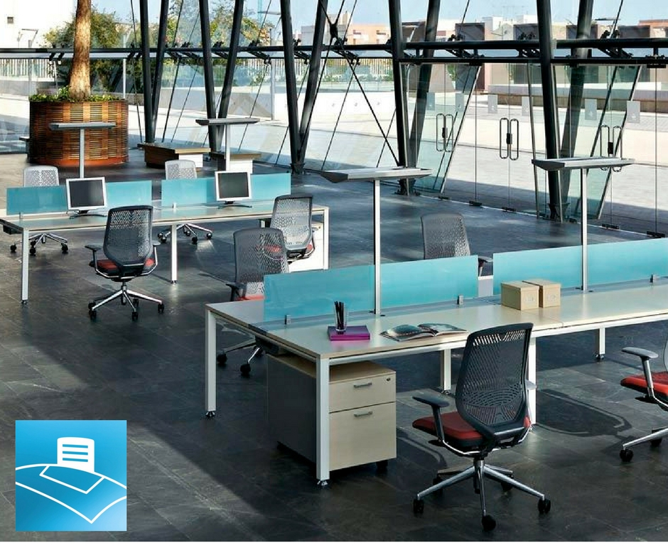 Oficina minimalista compuesta por benchs equipada para favorecer la creatividad